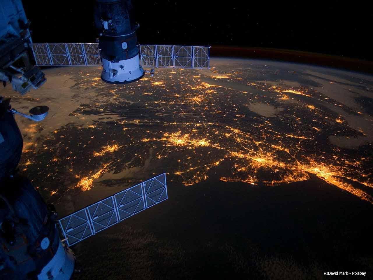 Satellites dans l'espace